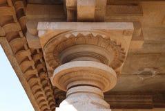 La parte superior de una columna en el templo hindú Imagen de archivo libre de regalías