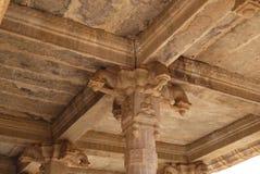 La parte superior de una columna en el templo hindú Imagen de archivo