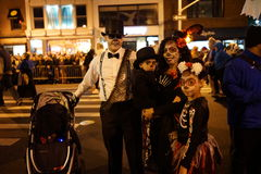 La partie 2015 de défilé de Halloween de village 57 Photo stock