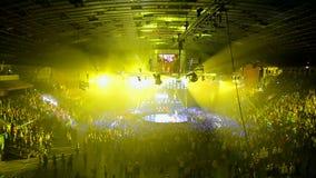 La partie de disco, dansent le smurf l'école 2 de bataille de brûlure d'exposition banque de vidéos