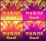 La partie de nuit de T-shirt imprime la variation par rapport au lettrage de Miami Beach avec les palmettes jaunes et roses sur l illustration libre de droits