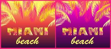 La partie de T-shirt imprime la variation par rapport au lettrage de Miami Beach avec les palmettes jaunes et roses sur le fond a illustration stock