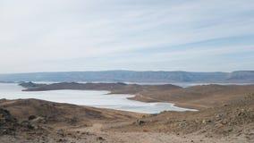 La partie du sud de l'île d'Olkhon Région de steppe de désert et petite baie du lac Baïkal photo stock