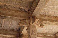 La partie supérieure d'une colonne dans le temple hindou Images libres de droits