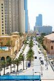 La passeggiata alla residenza della spiaggia di Jumeirah Fotografie Stock