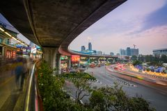 La passeggiata del cielo di Victory Monument a Bangkok, Tailandia fotografia stock