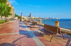 La passeggiata della spiaggia di Sliema, Malta fotografia stock