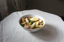 La pasta della farina di riso con un uovo sodo per la prima colazione, i pasti leggeri ed abbastanza buone le calorie quotidiani  Fotografia Stock Libera da Diritti