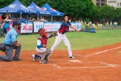 La pastella ha mancato la palla in un gioco di baseball Immagine Stock Libera da Diritti