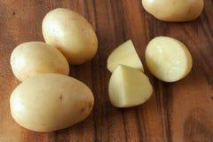 La patata cortó en pedazos Foto de archivo