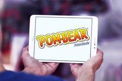 La patata di POM-BEAR fa un spuntino il logo di marca Fotografia Stock