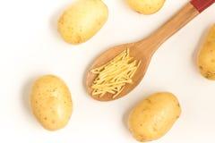 La patata se pega en una cuchara Imagen de archivo