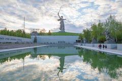 La patria chiama il monumento con la sua riflessione Fotografia Stock Libera da Diritti