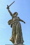 La patria chiama la statua a Volgograd Stalingrad fotografie stock libere da diritti