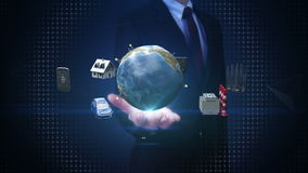 La paume ouverte d'homme d'affaires, maison futée, usine futée, bâtiment, voiture, mobile, sonde d'Internet relient le technolog  illustration stock