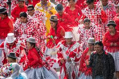 LA PAZ, BOLÍVIA - 11 DE FEVEREIRO DE 2018: Dançarinos no La Paz Carnival imagem de stock
