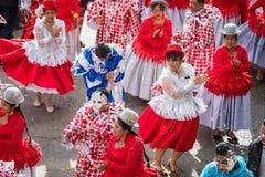 LA PAZ, BOLÍVIA - 11 DE FEVEREIRO DE 2018: Dançarinos no La Paz Carnival foto de stock royalty free