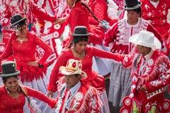 LA PAZ, BOLÍVIA - 11 DE FEVEREIRO DE 2018: Dançarinos no La Paz Carnival fotografia de stock
