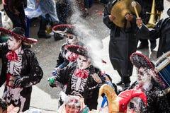 LA PAZ, BOLÍVIA - 11 DE FEVEREIRO DE 2018: Dançarinos no La Paz Carnival fotografia de stock royalty free