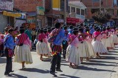 La Paz Bolivia de Mallasa - 2 de fevereiro de 2014: Vestido tradicionalmente imagem de stock