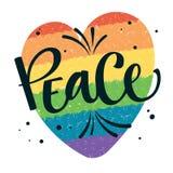 La paz del texto de Gay Pride con salpica y puntea la decoración en fondo gay colorido del corazón del arco iris stock de ilustración