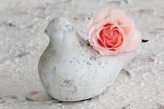 La paz se zambulló con Rose rosada Fotografía de archivo libre de regalías
