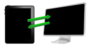 La PC de la tablilla conecta con el ordenador Foto de archivo libre de regalías