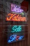 La peep-show signent dedans Berlin photographie stock libre de droits