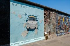 La peinture de Berlin Wall/East Side Gallery par Birgit Kinder - image stock
