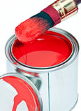 La peinture peut avec le balai d'égoutture d'isolement sur le blanc Image stock