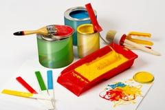 La peinture peut et balai image stock