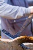 La peladura del trabajador registra afuera imagen de archivo