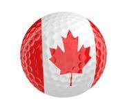 La pelota de golf 3D rinde con la bandera de Canadá, aislada en blanco Fotos de archivo libres de regalías