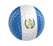 La pelota de golf 3D rinde con la bandera de Guatemala, aislada en blanco Imágenes de archivo libres de regalías
