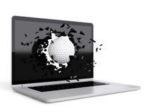 La pelota de golf destruye el ordenador portátil Fotos de archivo libres de regalías