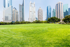 La pelouse de la construction urbaine Photos libres de droits