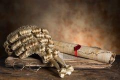 Los libros y las pelucas del juez Imagenes de archivo