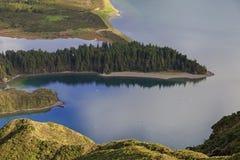 La penisola su Lagoa fa Fogo, isola di San Miguel Immagine Stock Libera da Diritti