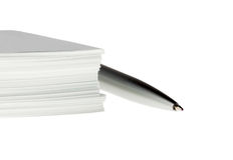 La penna e molte incartano Fotografia Stock