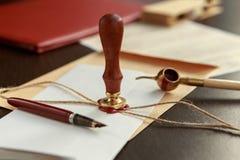 La penna ed il bollo pubblici del ` s del notaio sul testamento e sull'ultimo  immagini stock