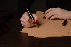 La penna ed il bollo pubblici del ` s del notaio sul testamento e sull'ultimo  Notaio fotografia stock libera da diritti