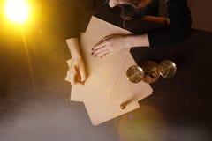 La penna ed il bollo pubblici del ` s del notaio sul testamento e sull'ultimo  Notaio fotografie stock