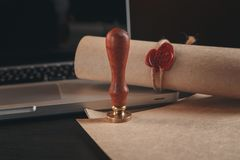 La penna ed il bollo pubblici del ` s del notaio sul testamento e sull'ultimo  notary fotografia stock
