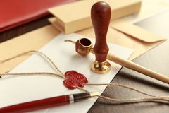 La penna ed il bollo pubblici del ` s del notaio sul testamento e sull'ultimo  Strumenti del notaio immagine stock