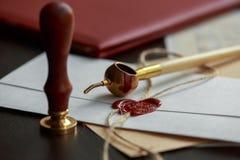 La penna ed il bollo pubblici del ` s del notaio sul testamento e sull'ultimo  Strumenti del notaio fotografie stock