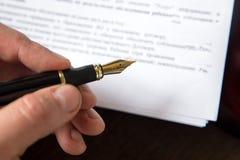 La penna ed il bollo pubblici del ` s del notaio sul testamento e sull'ultimo  Strumenti del notaio fotografia stock libera da diritti