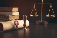 La penna ed il bollo pubblici del ` s del notaio sul testamento e sull'ultimo  Notaio immagine stock