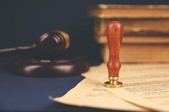 La penna ed il bollo pubblici del ` s del notaio sul testamento e sull'ultimo  Notaio immagine stock libera da diritti