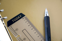 La penna ed oggi etichetta Fotografia Stock Libera da Diritti