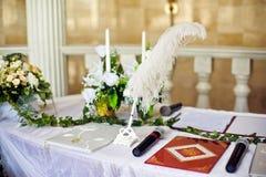 La penna per i documenti di firma di nozze fotografia stock libera da diritti